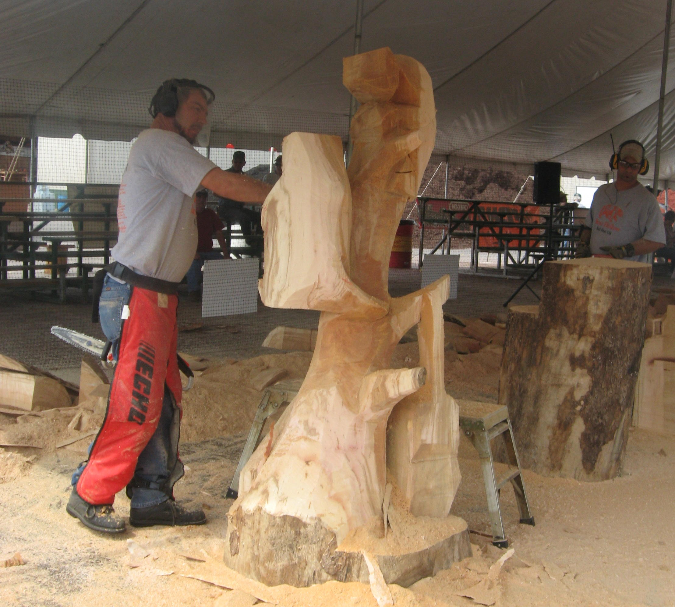 Chainsaw carving competition at bear hollow fall fest